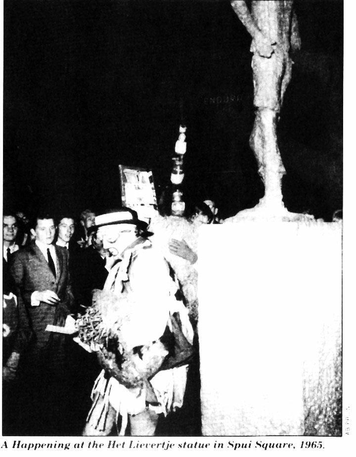 Het Lievertje statue, Spui Square